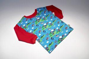 Oberteil langarm Stoff Oberteil: Jersey Piraten blau Stoff Ärmel: Jersey uni rot Bündchen: rot Verfügbar in 92; Einzelstück