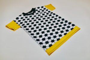 Oberteil kurzarm Stoff Oberteil: Jersey Fußball schwarz/weiß Stoff Ärmel: Jersey uni gelb Bündchen: schwarz Verfügbar in allen Größen