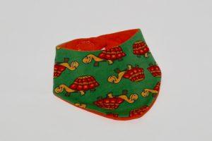 Halstuch Stoff Vorderseite: Jersey Schildkröten Stoff Rückseite: Jersey uni orange Klettverschluss