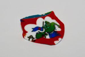 Halstuch Stoff Vorderseite: Fleece Drachen rot Stoff Rückseite: Jersey uni dunkelgrün Klettverschluss
